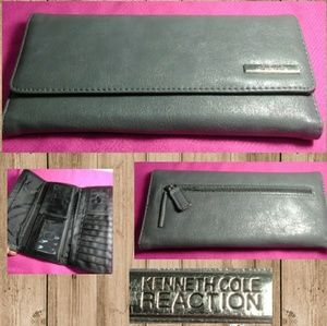 Kenneth Cole Reaction Gray Vinyl Wallet